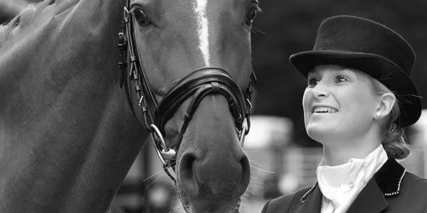 Dressurreiterin und Pferd von EQUI Professional
